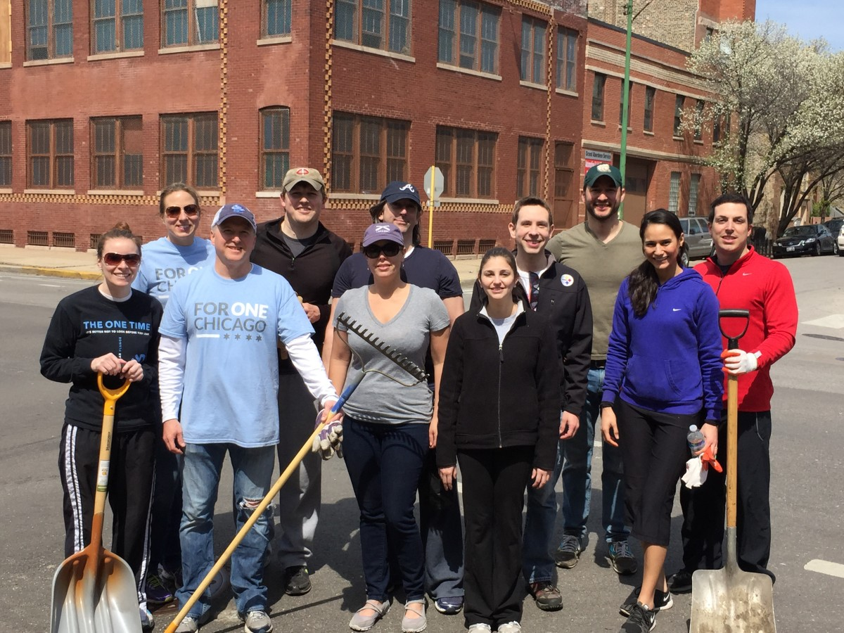 Bob Aiken, Vice President of Neighbors of West Loop, with volunteers from NoWL and Neighbors of River West on Saturday, April 18.